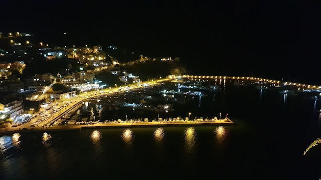 Foto notturna del porto di Agropoli vista dal Centro storico