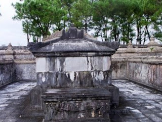 Sarcofago dell'imperatore - Imperial Tomb Dong Khanh - Hue - Vietnam