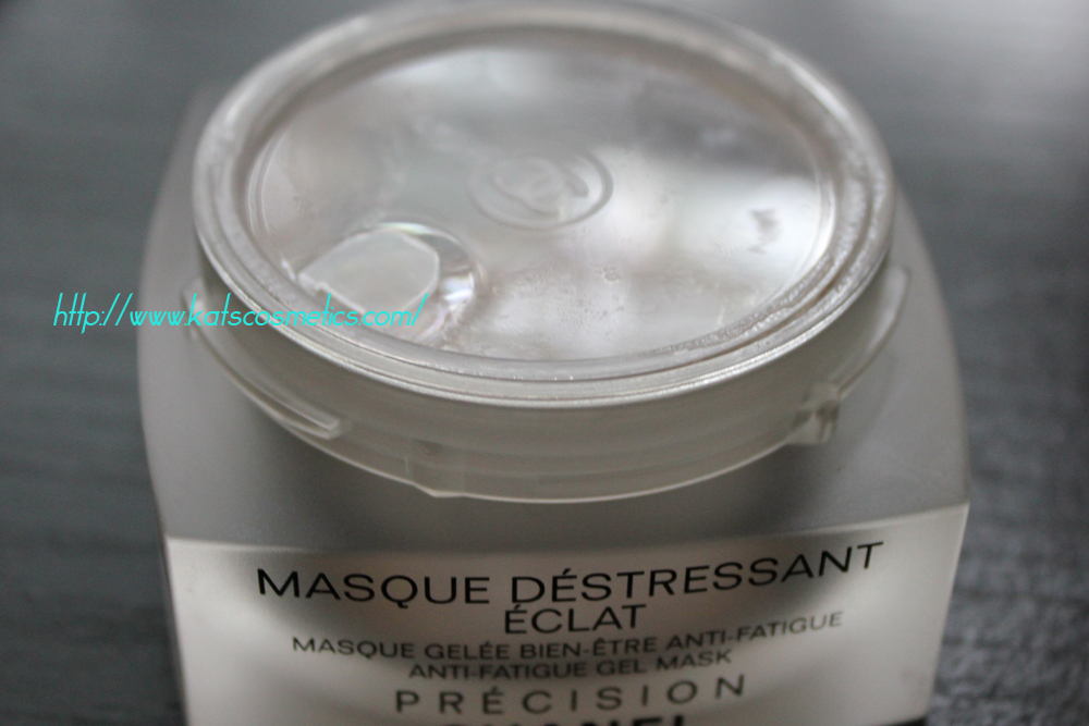 The texture is really liquidy. Name  CHANEL MASQUE DÉSTRESSANT ÉCLAT ... 635d6f894abc