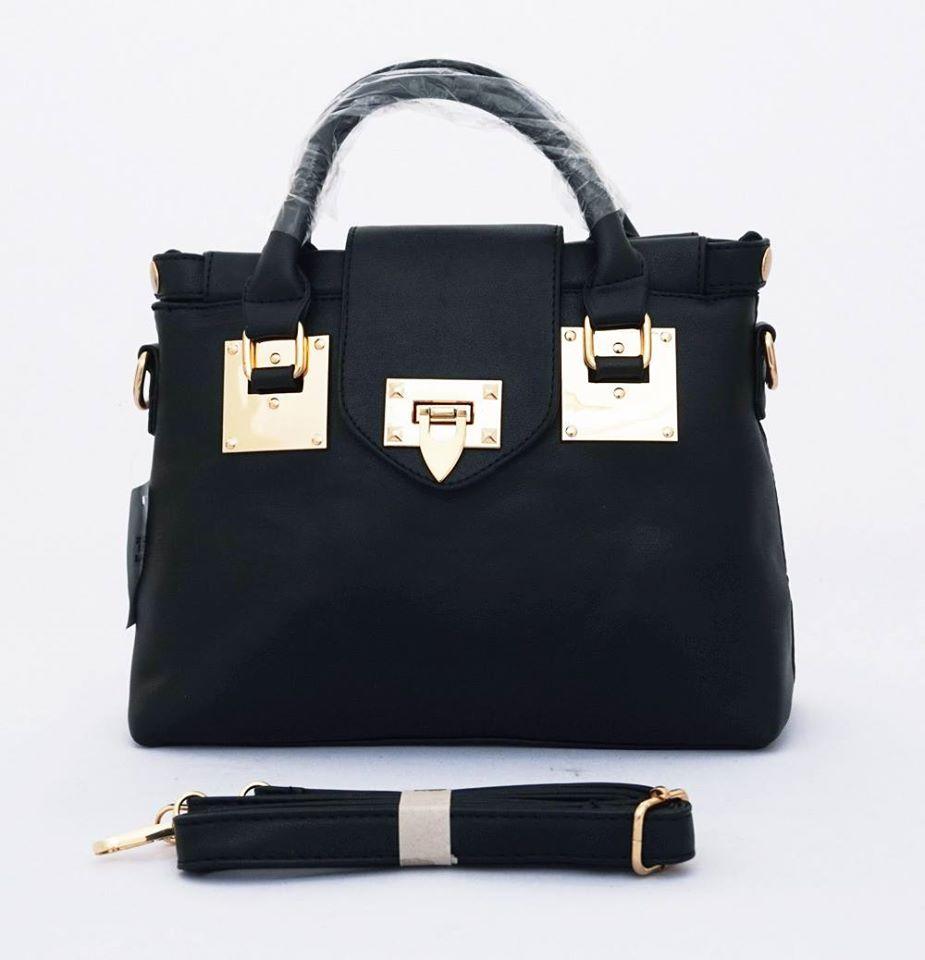Bisa tenteng dan tali panjang selempang. Warna hitam. Uk 30x13x22 Material   PU Leather Size  30x13x22. Colour  Hitam 651df479b5