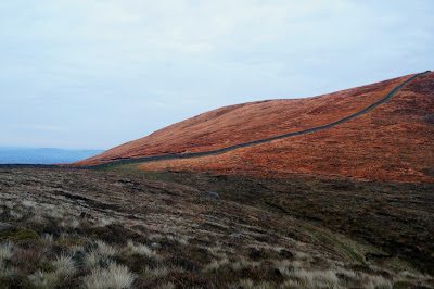 Col between Carn Mountain and Slieve Lough Shannagh with Mourne wall - growourown.blogspot.com