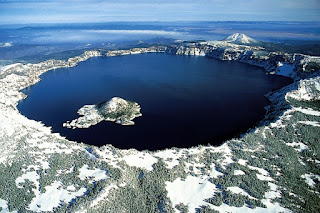 https://en.wikipedia.org/wiki/File:Crater_lake_oregon.jpg