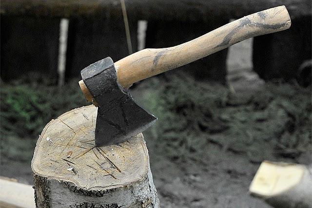 Житель Башкирии выгонял судебных приставов топором