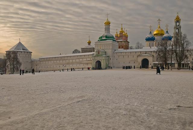 También cursos de ruso en invierno en Sergiev Posad. Iglesia Ortodoxa, peregrinos, estudiar, turismo invierno