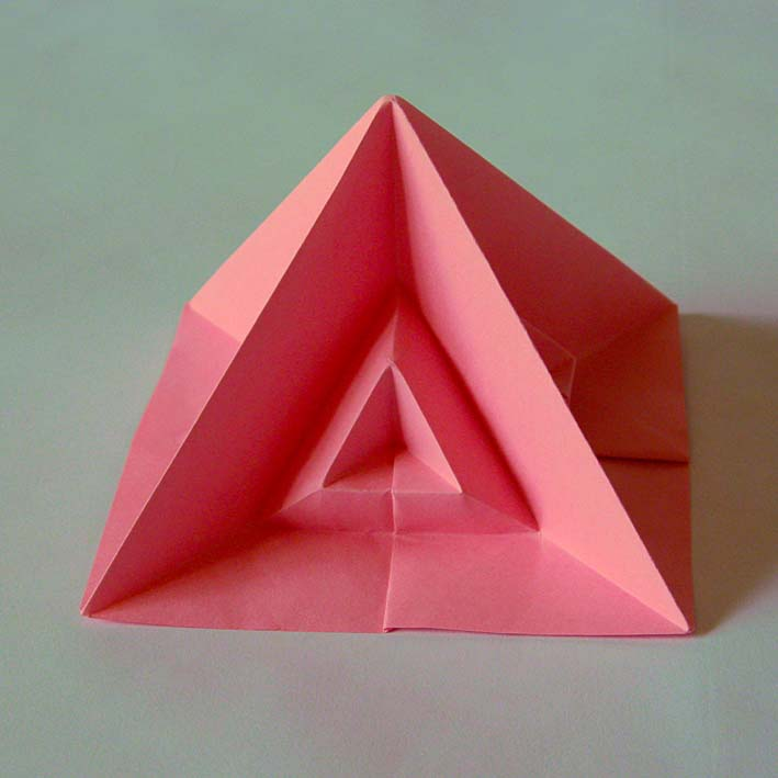 Origami Piramide quarta - Fourth pyramid by Francesco Guarnieri