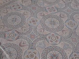 Combinación motivos geométricos y florales