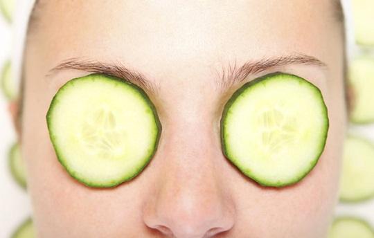 tiga cara terbaik menghilangkan lingkaran hitam bawah mata anda