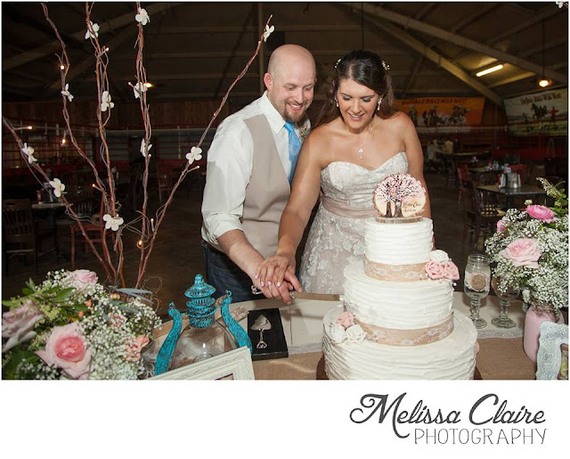 The Blooming Bride, DFW, Fort Worth, Texas, Wedding Flowers, cake cutting