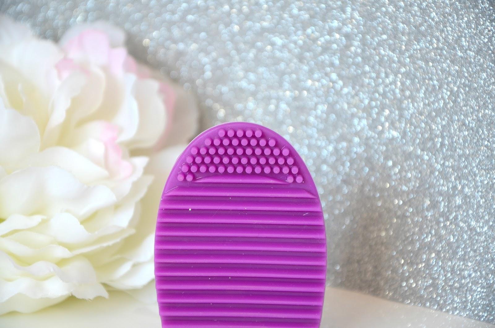 détails brosse nettoyante pour pinceaux makeup revolution