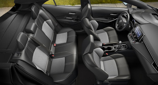backseats-and-front-seats-toyota-corolla-hatchback