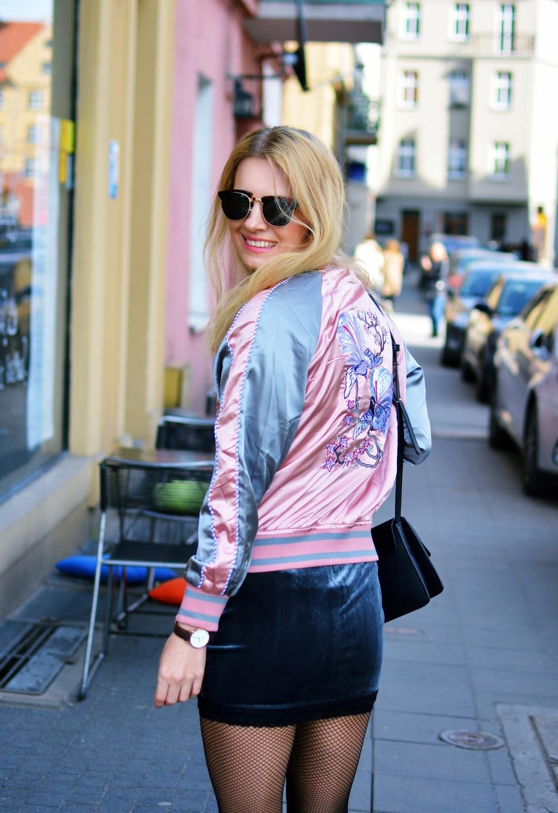 rajstopy kabaretki, blog, blogger, baseball jacket, stylizacja, rózowy, wiosna, poznań, kurtka z ptakami