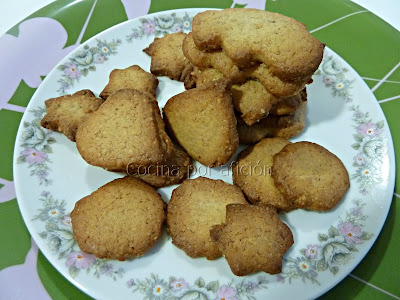 galletas de jengibre, cardamomo y nueces