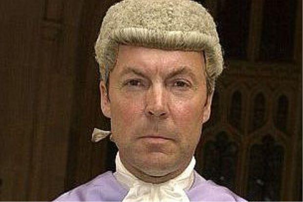 Hakim Bantu Bayar Denda Untuk Pesalah