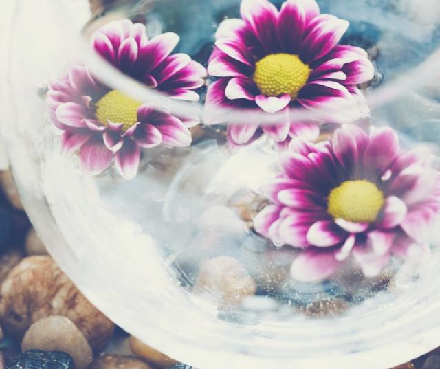 I preziosi rimedi dell'universo floreale nelle creme emozionali della linea Flower's Week