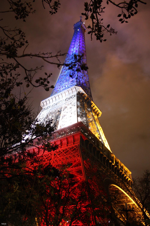 Tour Eiffel en bleu blanc rouge