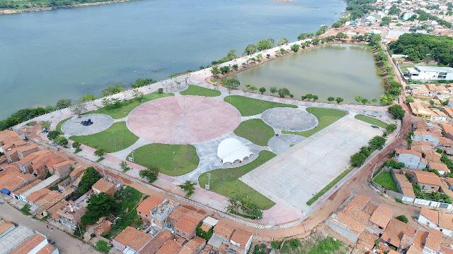 Governador Flávio Dino faça o show do aniversário da cidade para o povo de Imperatriz!!!