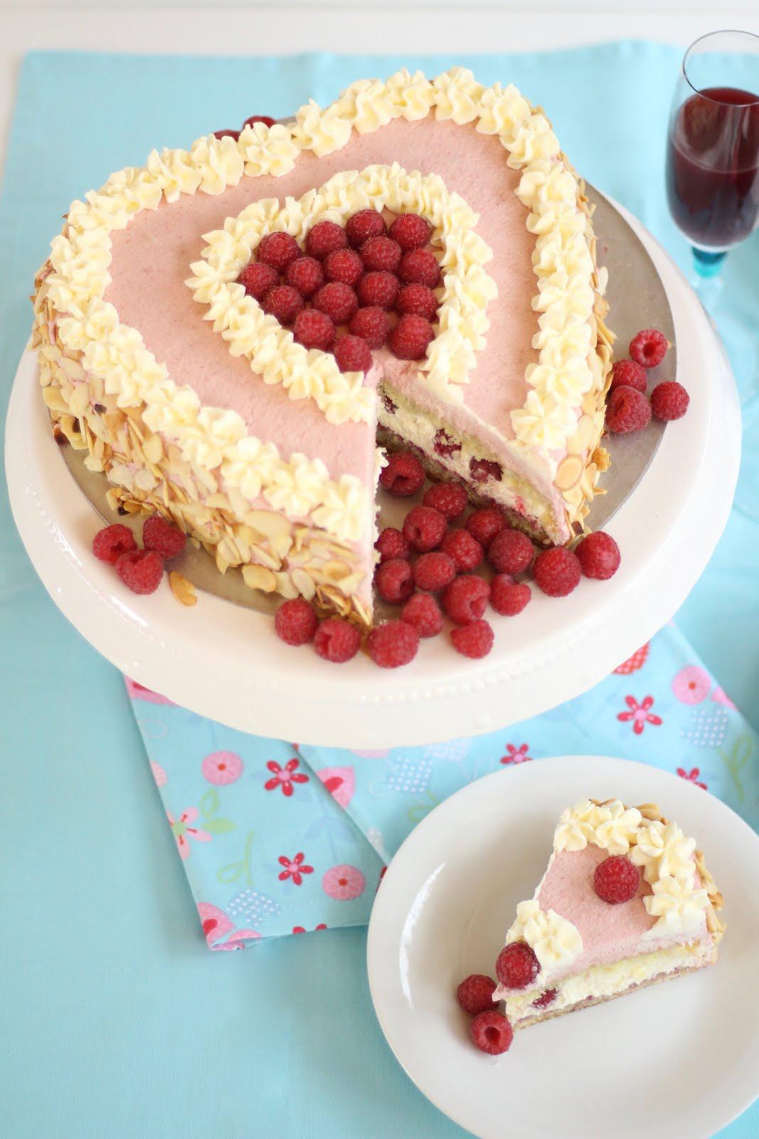 Super leckere Himbeer-Sahne-Torte in Herzform | 10.000 Abonnenten-Special: Rezept und Video