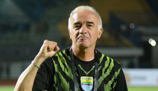 Tiba Kembali di Bandung, Mario Gomez Langsung Pimpin Latihan Persib