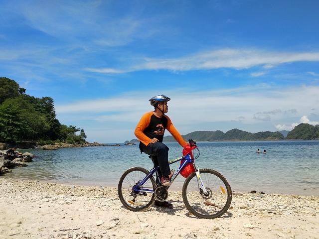 Menjajal Track Lhok Mata Ie dengan Sepeda