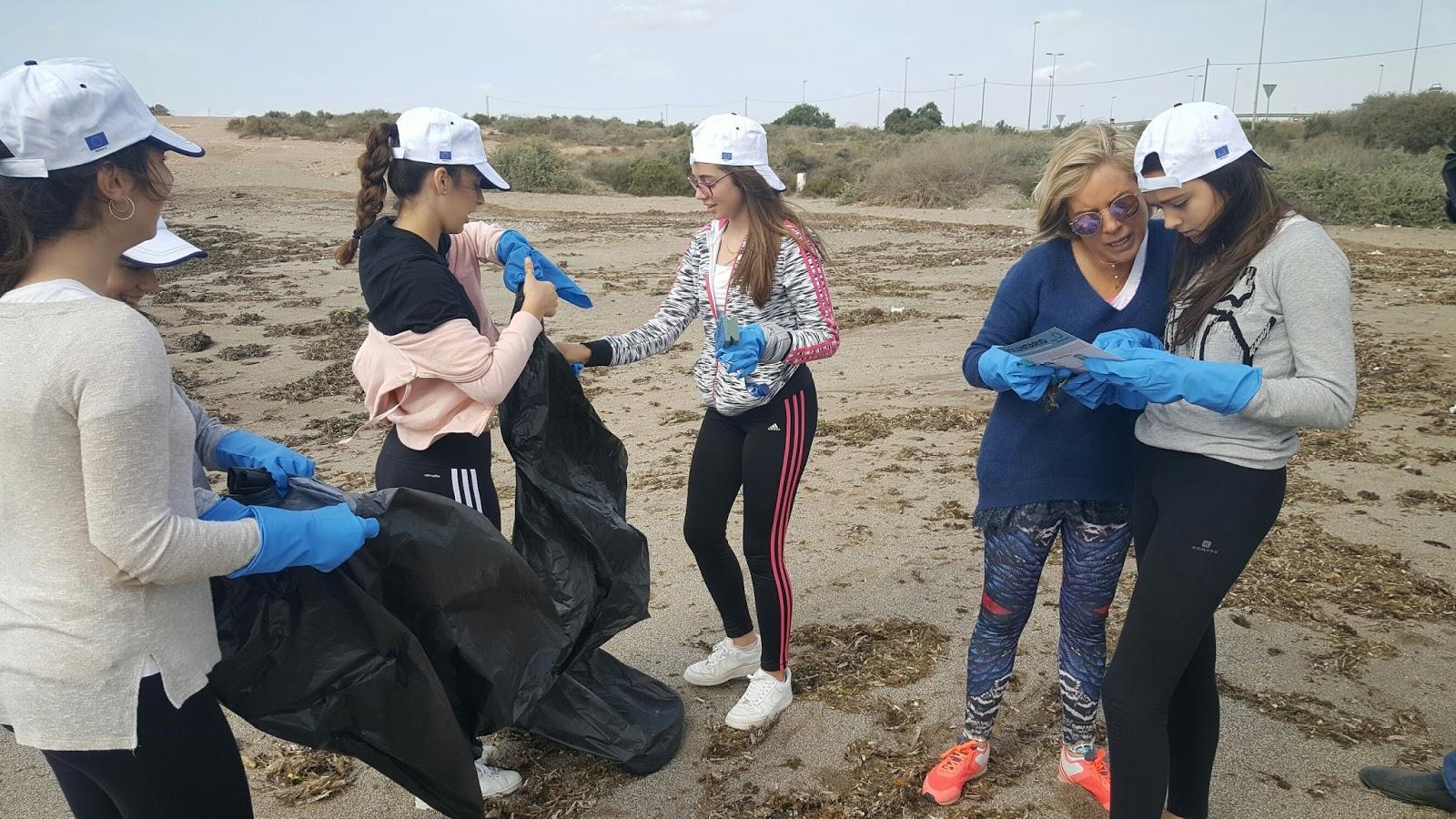 Guilas radio 91 4 fm medio ambiente organiza una jornada for Trabajo de limpieza en murcia