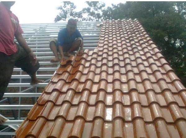 berapa sudut kemiringan atap genteng keramik?