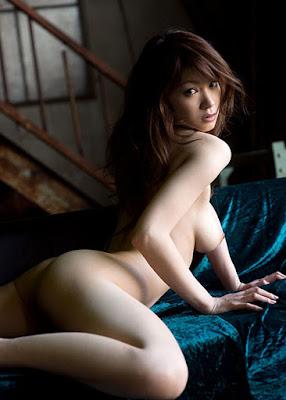 Arisa Kuroki Bugil Ganti Baju