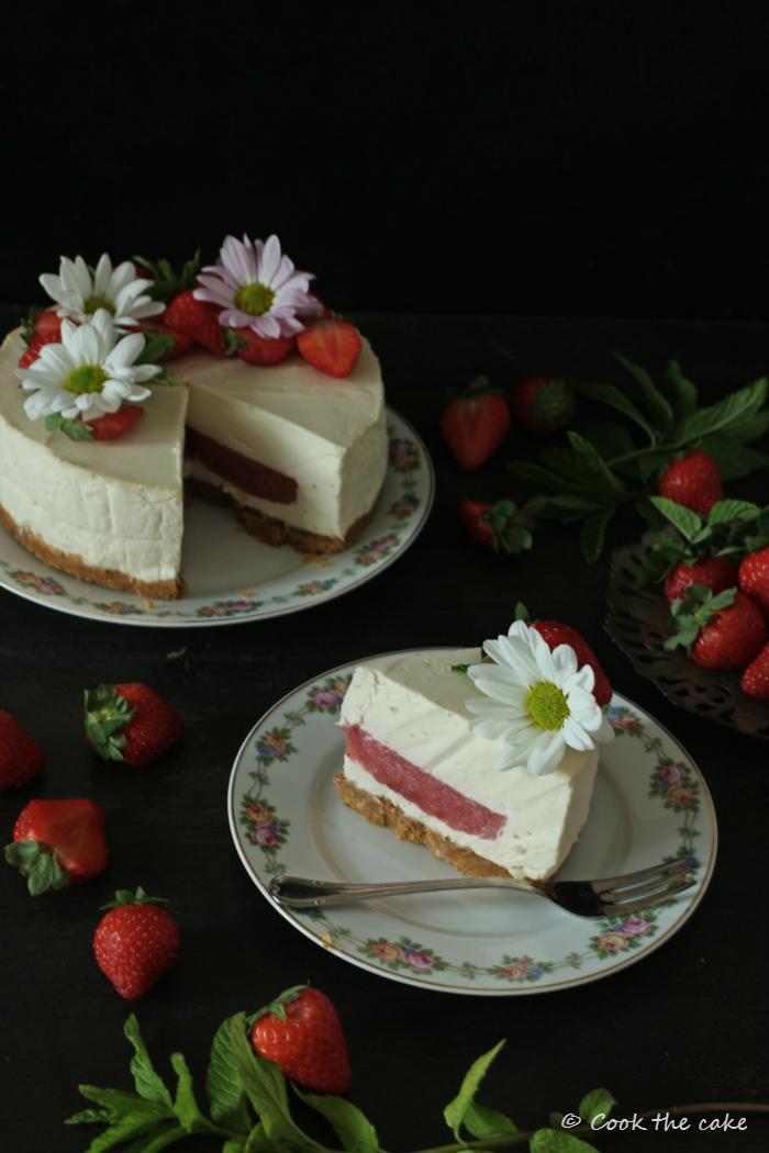 kefir-mousse-tart, strawberry-jelly, tarta-mousse-de-kefir-y-gelatina-de-fresa