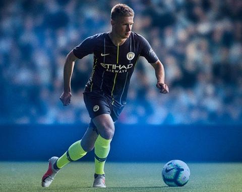 Man City sở hữu một màu áo lạ mắt