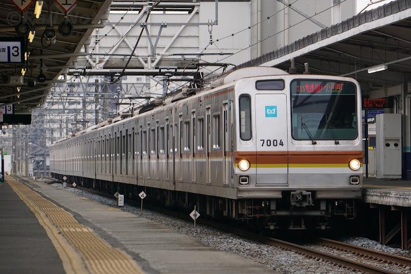 小川町駅に到着する東京メトロ7000系