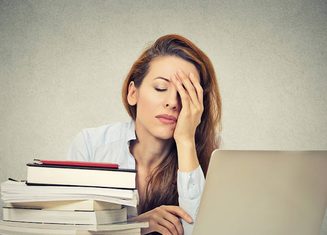 حيل تجميل مفيدة تسهل حياة المرأة العاملة
