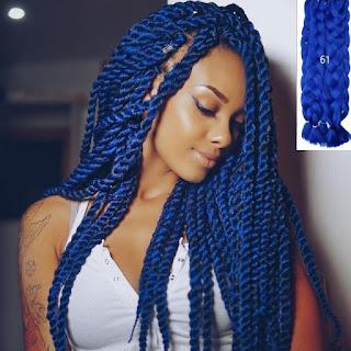chica con trenza africana moderna en color azul