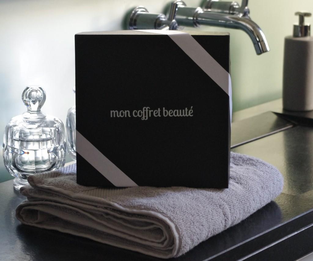 combat de box the brunette 39 s review. Black Bedroom Furniture Sets. Home Design Ideas