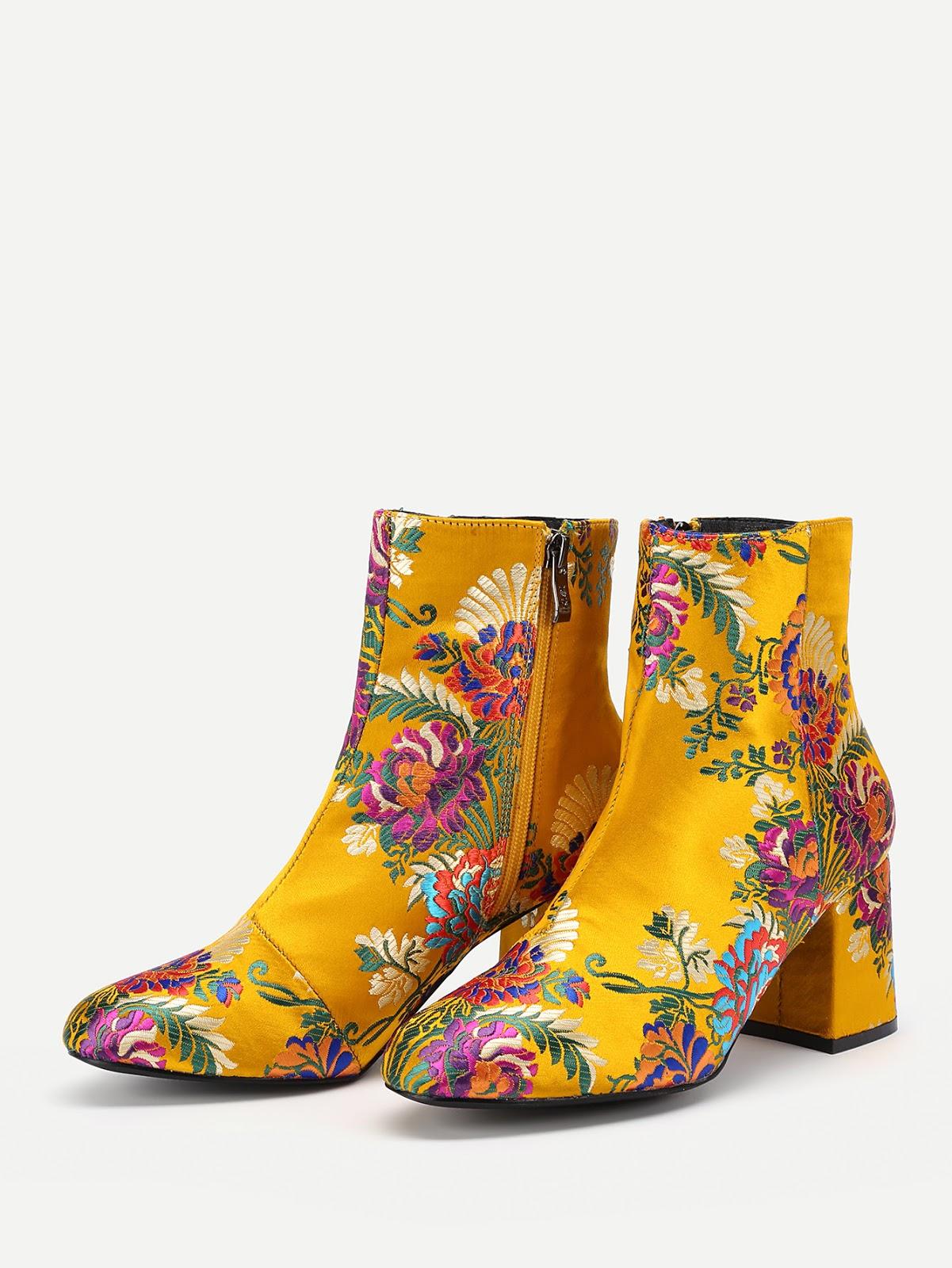 botines amarillos