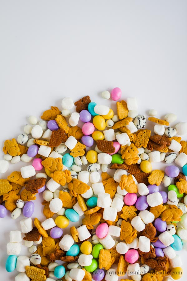 Bunny Tail Trail Mix.  How cute is this snack?!  |  mynameissnickerdoodle.com