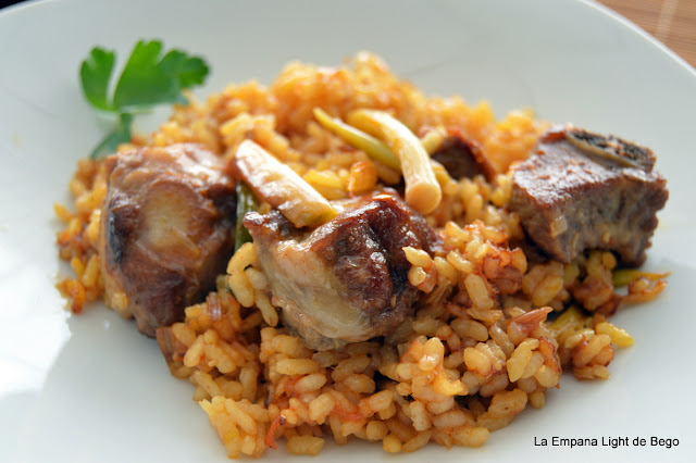 receta-de-arroz-con-costillas-y-ajos-tiernos