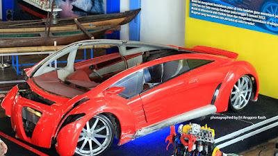 Mobil listrik Tucuxi yang mengalami kecelakaan ketika diujicoba Dahlan Iskan.
