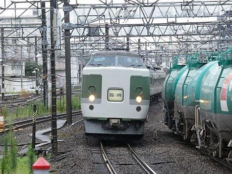 【昨年に比べ雑な扱い!】木曽あずさ号 新宿⇔南木曽 189系(2018.7に2往復運行)