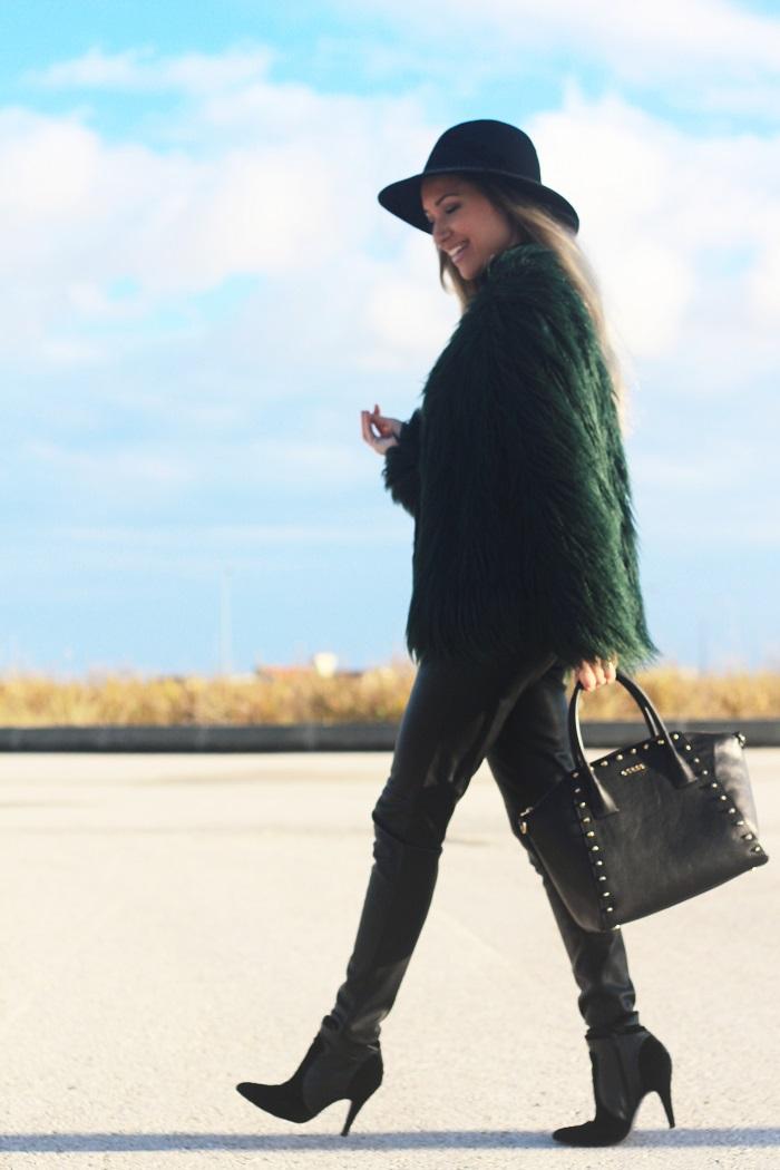 No Look do dia, dá-se destaque para uma das maiores tendências do Outono/Inverno 2016-2017: o Pêlo (sintético, obviamente). Style Statement. Blog de moda portugal