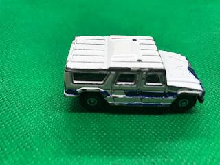 トヨタ メガクルーザー のおんぼろミニカーを側面から撮影