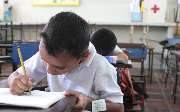Colegios reevaluarán costos de matrícula por aumento salarial