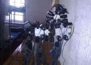 Hindi Jokes | फ़ोन चार्ज करने के लिए लोग क्या-क्या करते है ये देखकर आपकी हंसी निकल जाएगी, देखे तस्वीरें