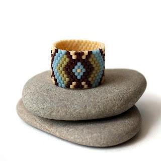 купить необычное кольцо с узором в этническом стиле бисерные украшения куплю в интернет почтой