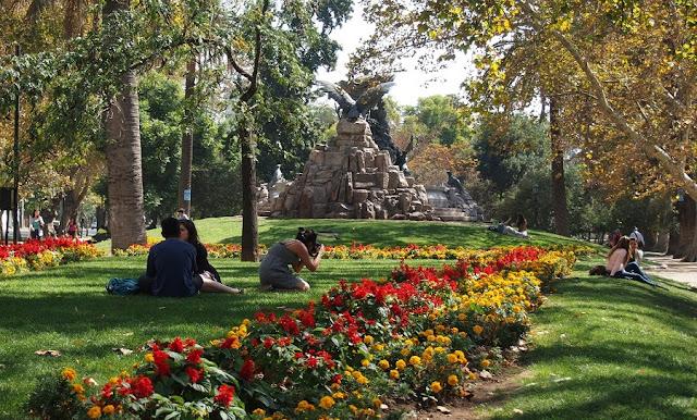 Parque Florestal no Verão em Santiago do Chile