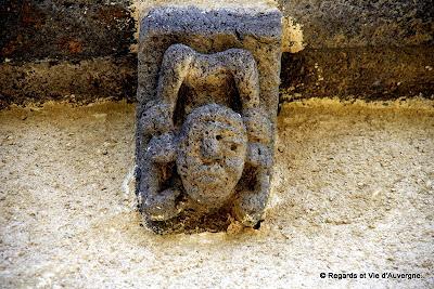 modillon Roman église saint Julien de Brioude à Autrac, Haute-Loire