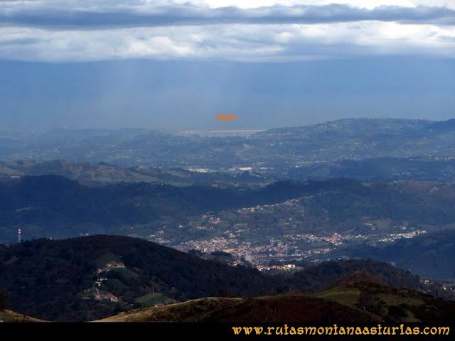 Ruta al San Justo o Cogollu: Vista de Gijón desde el pico San Justo