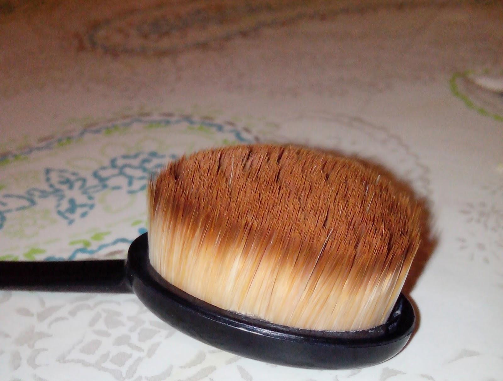 beaut s en herbe le meilleur pinceau fond de teint en action tutoriel maquillage. Black Bedroom Furniture Sets. Home Design Ideas