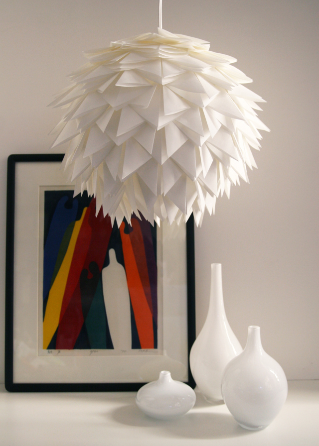 decoraxpoco las lamparas de papel est n a la ltima. Black Bedroom Furniture Sets. Home Design Ideas