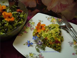 Gemüse Omlette mit Salat Himbeer-Balsam Essig Rosen Delikat Essen