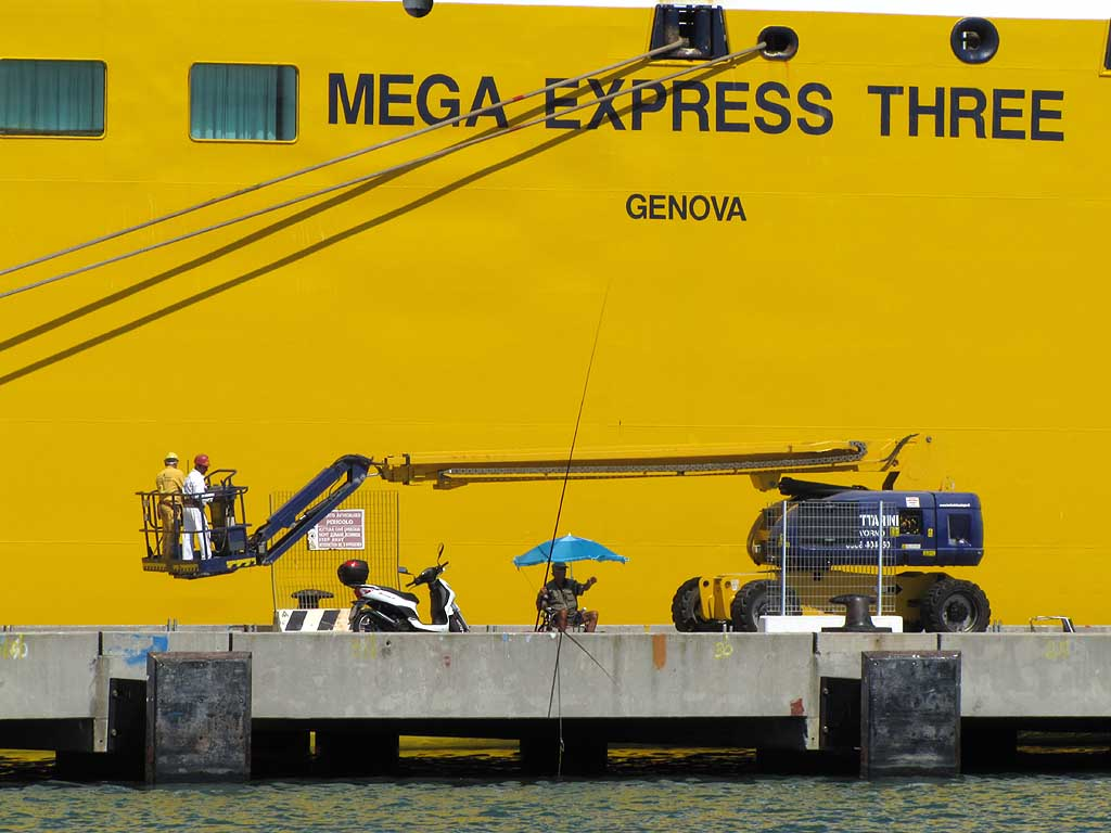 Mega Express Three, Livorno