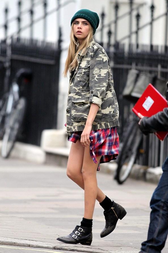 a photo of KGwen STefani wearing grunge outfit.